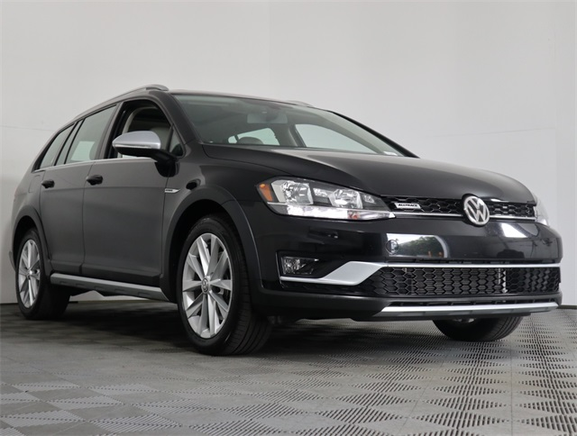Certified Pre-Owned 2018 Volkswagen Golf Alltrack