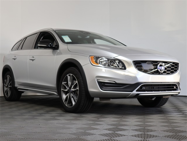 Pre Owned 2017 Volvo V60 Cross Country T5